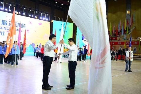 6、授予寻甸县市运会会旗
